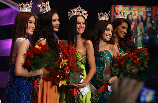 Miss World Philippines 2014 with their Island Rose Bouquets