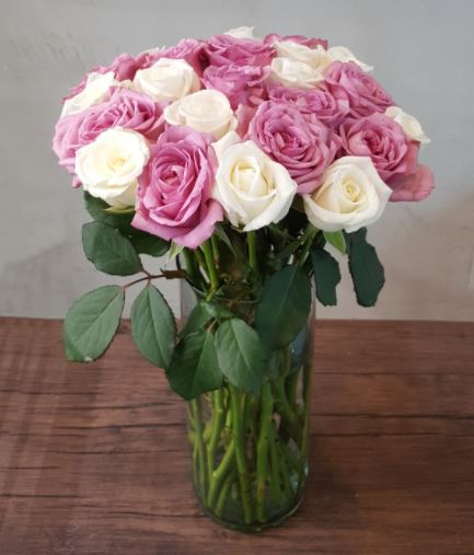 For A Classic Gift: A Bouquet Of Premium Roses